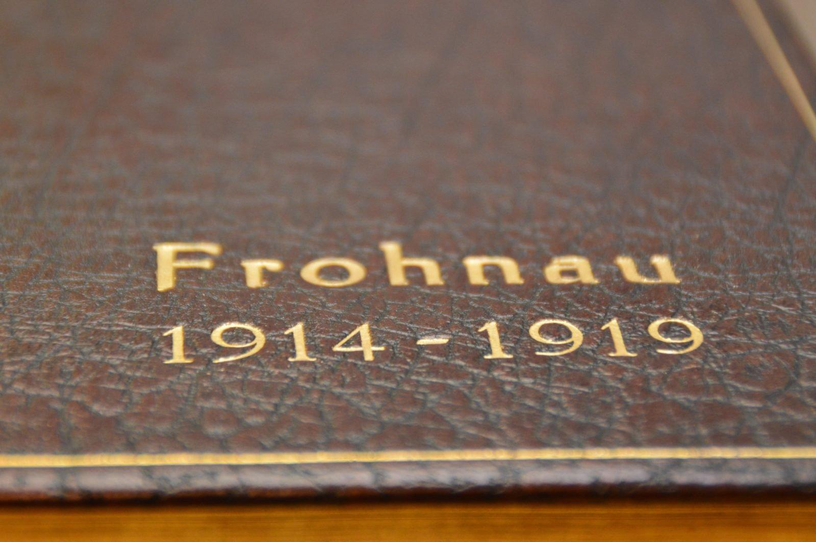 Alter Bucheinband mit der Beschriftung Frohnau 1914 - 1919.