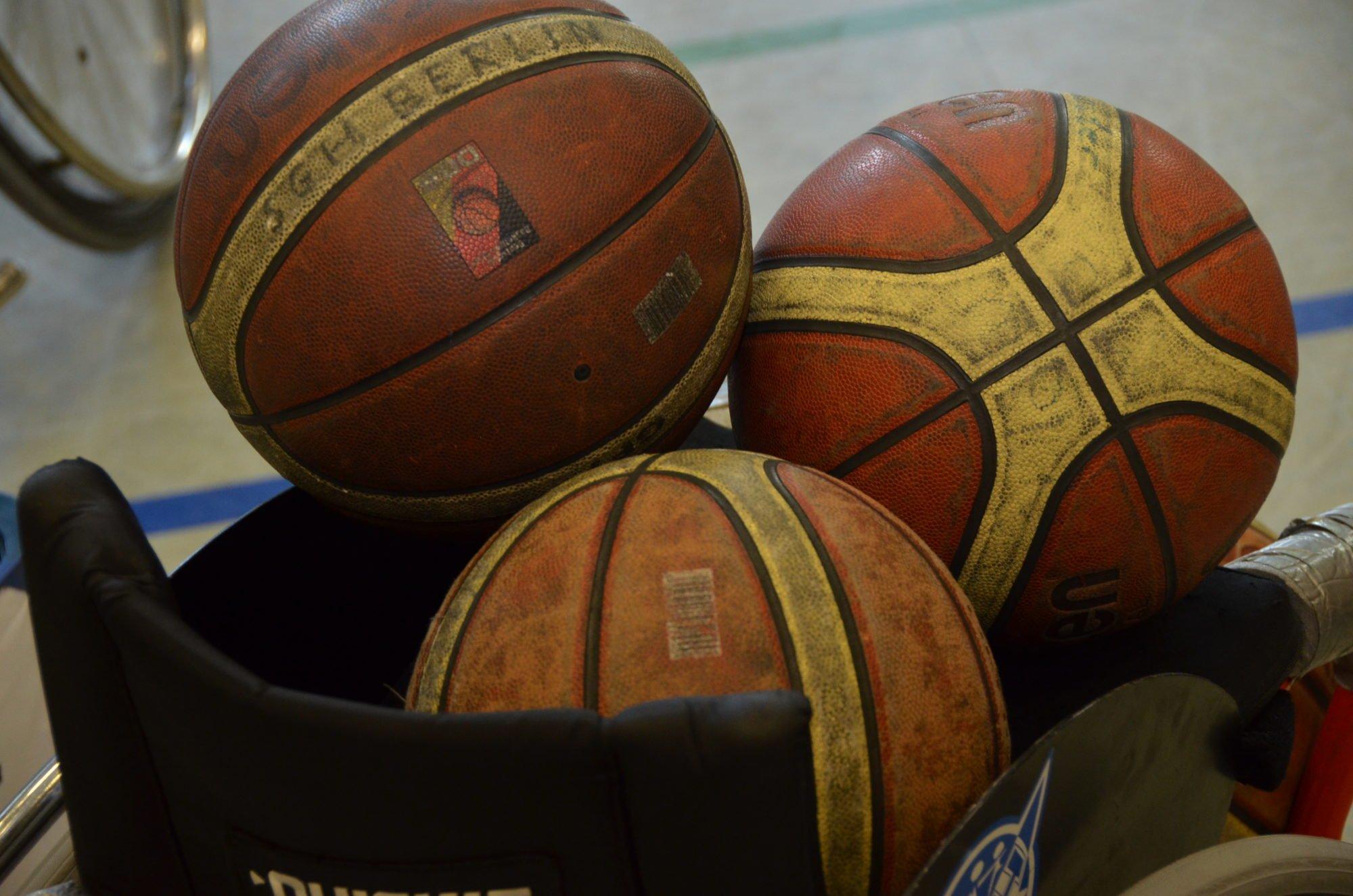 Nahaufnahme von Basketbällen.