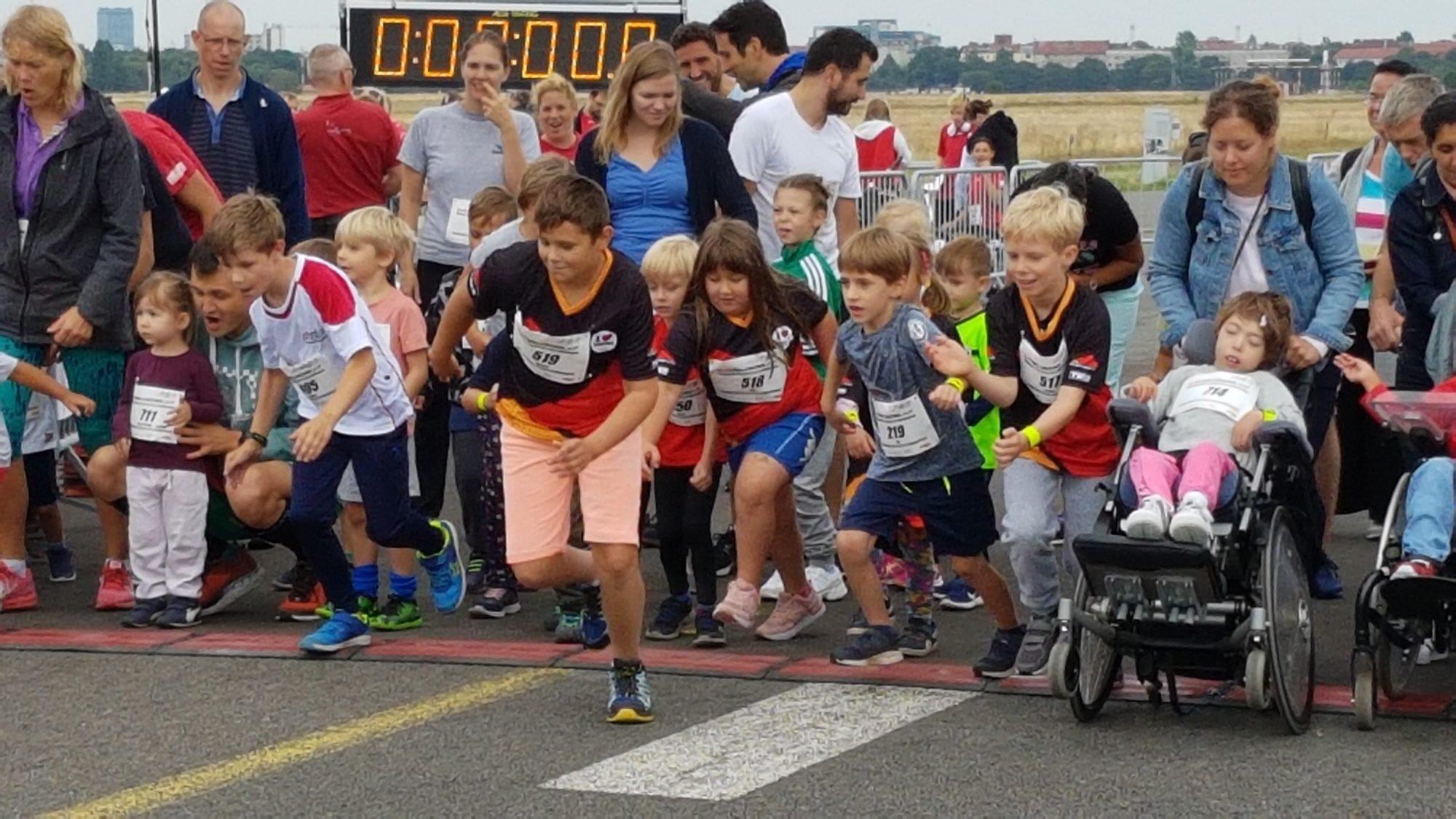 Der Startschuss für den Bambini-Lauf