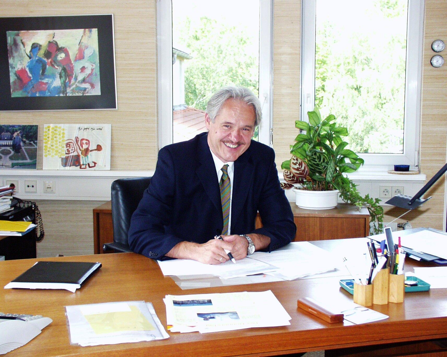 Wolfgang Schrödter in seinem Büro.
