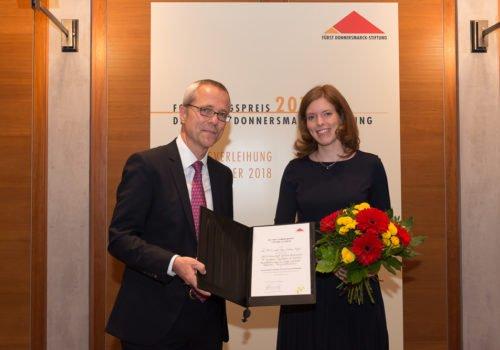 PD Dr. Sonja Suntrup-Krüger bei der Verleihung des Forschungspreises 2018 mit Prof. Dr. med. Gereon Fink.