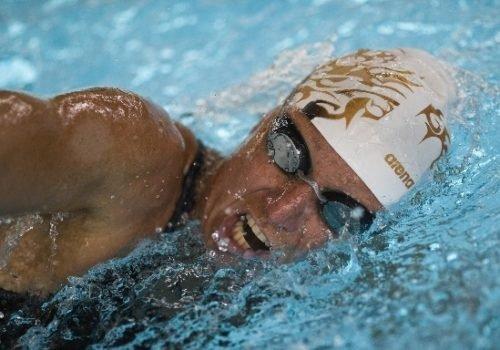 EIne Schwimmerin beim Training