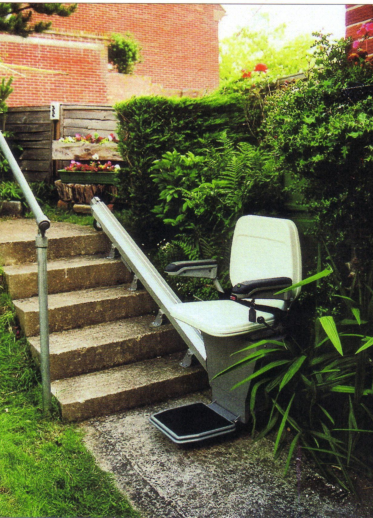Ein Sessellift für den Weg in den Garten