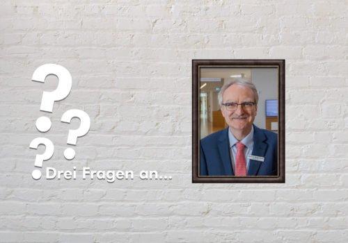 Fotomontage: Eine weiße Steinwand - darauf ein Rahmen, in den ein Bild von Prof. Dr. med. Stephan Bamborschke montiert ist, daneben der Schriftzug Drei Fragen an... und drei Fragezeichen.
